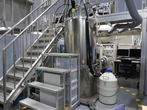 500MHz固体汎用NMRシステム